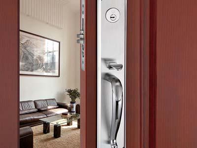 Sử dụng khóa tay gạt cho cửa gỗ có tốt không?