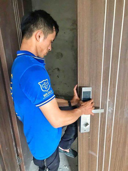Cách bảo trì, bảo dưỡng khóa cửa vân tay, khóa thẻ từ như thế nào?